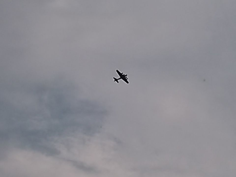 B29 over Missed Approach. At least 4 Flyovers!